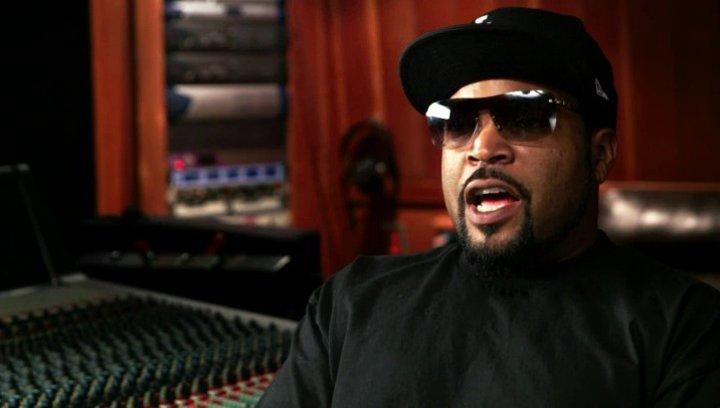 Ice Cube über seinen Schreibstil und die Musik im Film - OV-Interview Poster