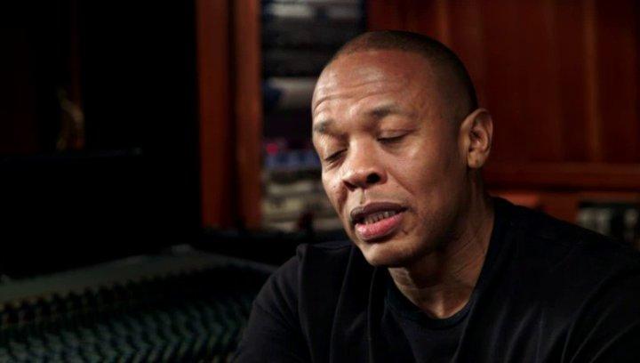 Dr Dre über Corey Hawkins Darstellung von Dr Dre und den Film - OV-Interview Poster