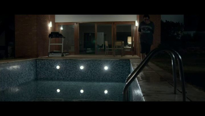 Im Pool - Szene Poster