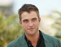 Robert Pattinson: Crew pinkelt in Zicken-Badewanne