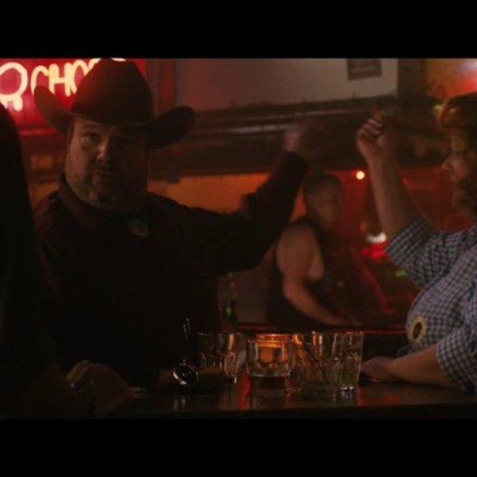 Sandy trifft Diana und Big Chuck in der Bar - Szene