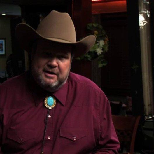 Eric Stonestreet über den Unterschied von Big Chuck zu seiner Rolle bei Modern Family - OV-Interview