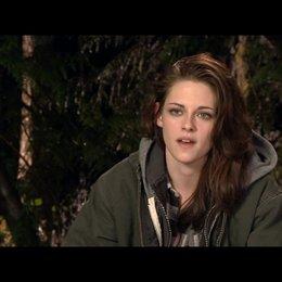 Kristen Stewart (Bella Swan) - über die Beziehung zwischen Bella und Edward - OV-Interview