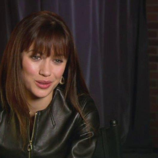 Olga Kurylenko über die Arbeit mit Woody Harrelson und Sam Rockwell - OV-Interview
