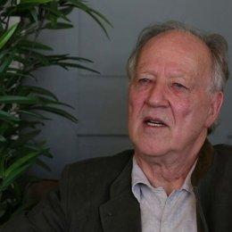 Werner Herzog darüber, was den Zuschauer an 'Königin der Wüste' reizen soll - OV-Interview Poster