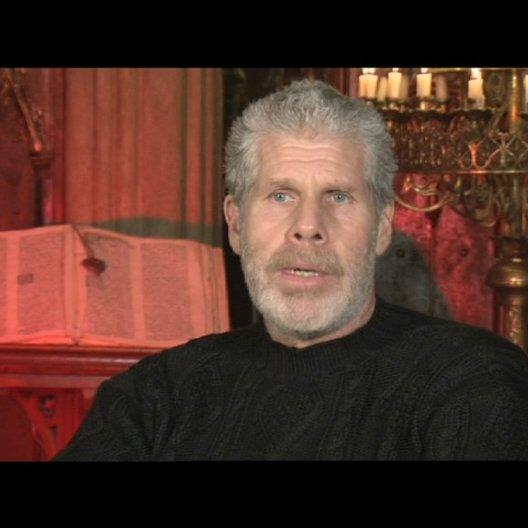 Ron Perlman über die Hintergrundgeschichte von Behmen und Felson (2) - OV-Interview