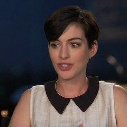 Anne Hathaway - Jewel - über die Wiedervereinigung mit der Familie - OV-Interview