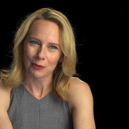Amy Ryan über das Arbeiten mit Action-Stars - OV-Interview