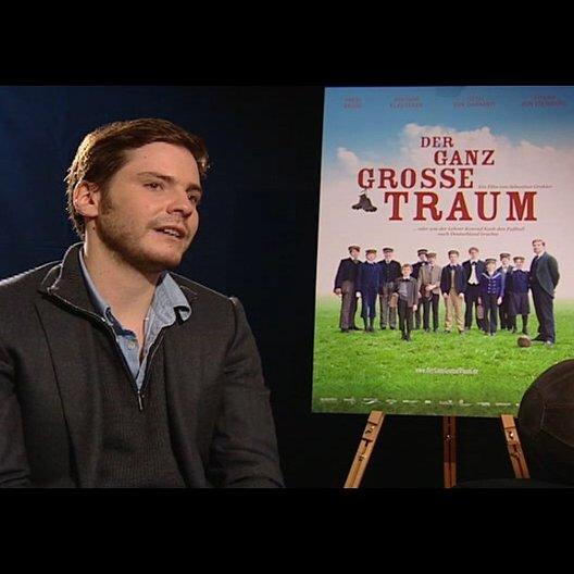 Daniel Brühl (Konrad Koch) darüber was er vor den Dreharbeiten über Konrad Koch wusste - Interview