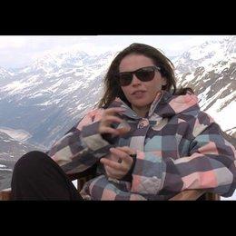 Flicity Jones (Kim) über die besonderen Herausforderungen ihrer Rolle - OV-Interview