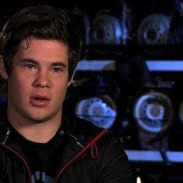 Adam Devine über Bumper als Anführer der Treblemakers - OV-Interview