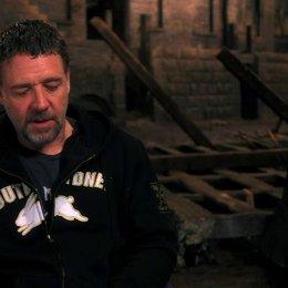 Russell Crowe über Tom Hoopers Herangehensweise an das Filmprojekt - OV-Interview