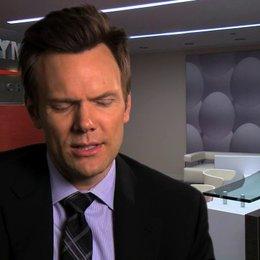Joel McHale über Rex Gefühle für Lori - OV-Interview