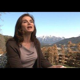 Brooke Shields (Caroline) über Ed Westwick - OV-Interview