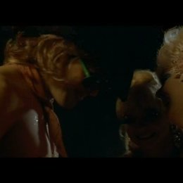 Dirty Martini und Mimi Le Meaux auf der Bühne - Szene