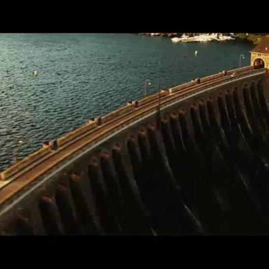 Unfall auf dem Staudamm - Szene