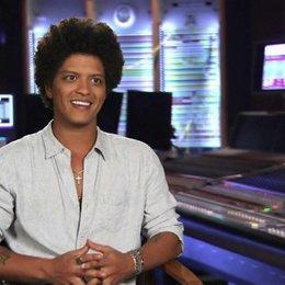 Bruno Mars - Roberto - über Blus Reaktion auf Roberto - OV-Interview