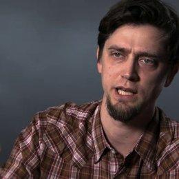 Andy Muschietti über das Konzept des Kinderaufziehens im Film - OV-Interview