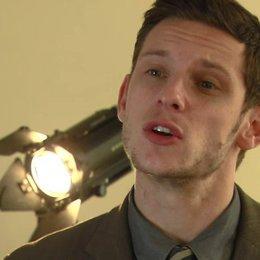 Jamie Bell darüber, wie schwer es für James McAvoy ist als Bruce gemocht zu werden - OV-Interview
