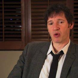 Paul WS Anderson - Regisseur, Produzent - über historische Aufzeichnungen, die Besetzung von Kit Harrington, den Realismus im Film, die Sets - OV-Inte