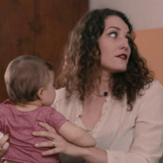 Töchter und Vater reden über die Mutter - Szene