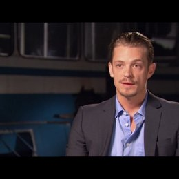Joel Kinnaman (Skyler) über das Schreddern - OV-Interview