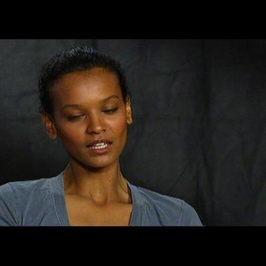 LIYA KEBEDE (Darstellerin von Waris Dirie im Film) über Tim Spall und den Dreh der Nacktszenen - OV-Interview
