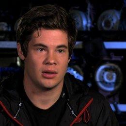 Adam Devine über Bumper - OV-Interview