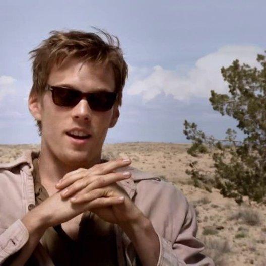 Jake Abel über die komplexe Liebesgeschichte des Films - OV-Interview