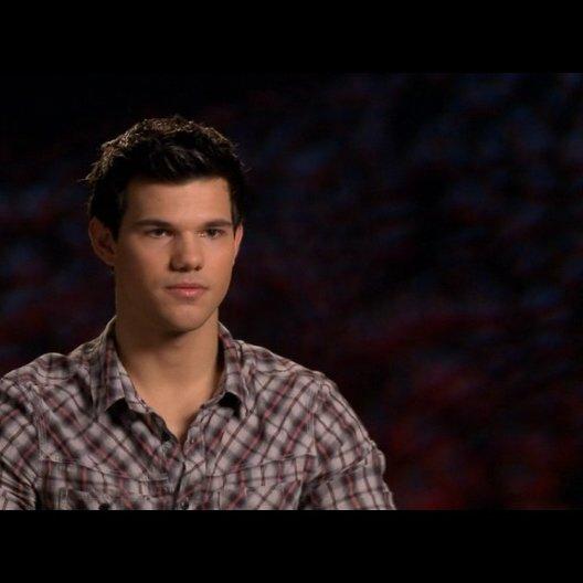 Taylor Lautner (Jacob Black) - über die Entwicklung von Jacob 2 - OV-Interview