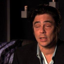 Benicio Del Toro über die Zusammenarbeit mit John Travolta - OV-Interview