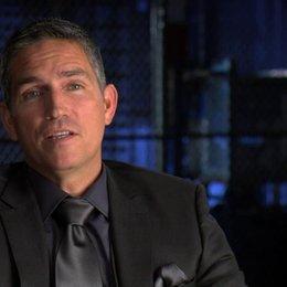 Jim Caviezel über die Ähnlichkeiten zwischen Hobbes und Ray Breslin - OV-Interview