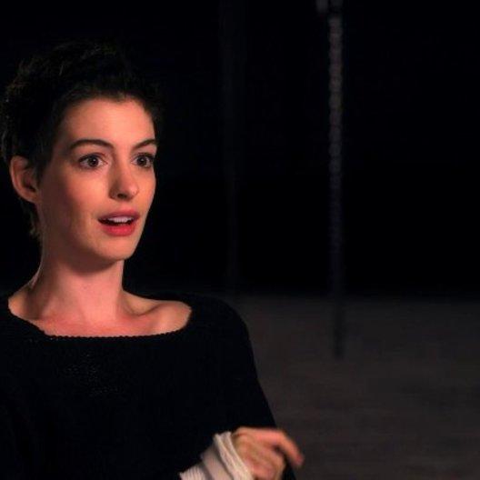 Anne Hathaway über die Vorteile des Live Singens - OV-Interview