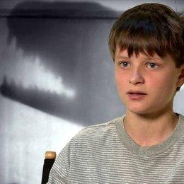 Charlie Tahan - Victor Frankenstein - über Tim Burton - OV-Interview