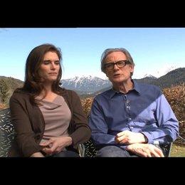 Brooke Shields (Caroline) und Bill Nighy (Richard) über die Dreharbeiten - OV-Interview