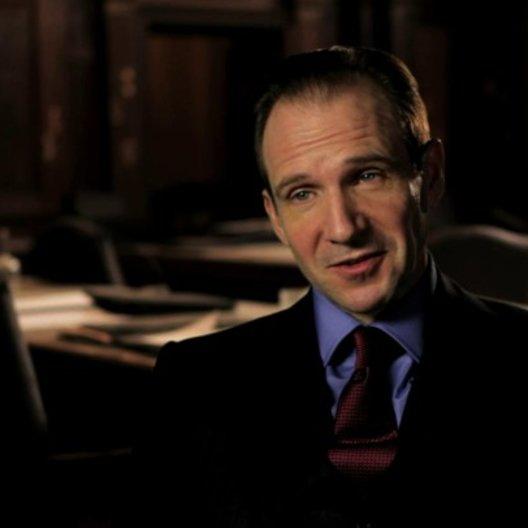 Ralph Fiennes über Judi Denchs Schauspielkünste - OV-Interview