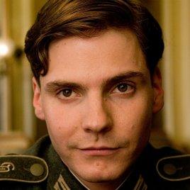 "Daniel Brühl redet über ""Captain America 3"" & deutet Rückkehr an"