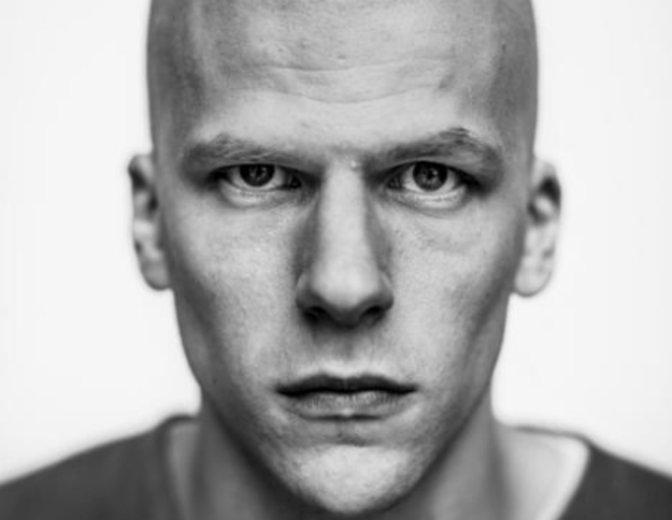 Jesse Eisenberg holt Lex Luthor ins 21. Jahrhundert. © Warner Bros. Pictures Germany