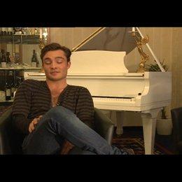 Ed Westwick (Jonny) über Brooke Shields - OV-Interview