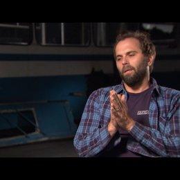 Chris Gorak (Regisseur) über Emile Hirsch - OV-Interview