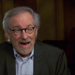Steven Spielberg (Regisseur-Produzent) über die Gestaltung der Erzählung - OV-Interview