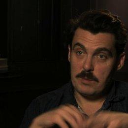 Joe Wright über das Theaterkonzept des Films - OV-Interview