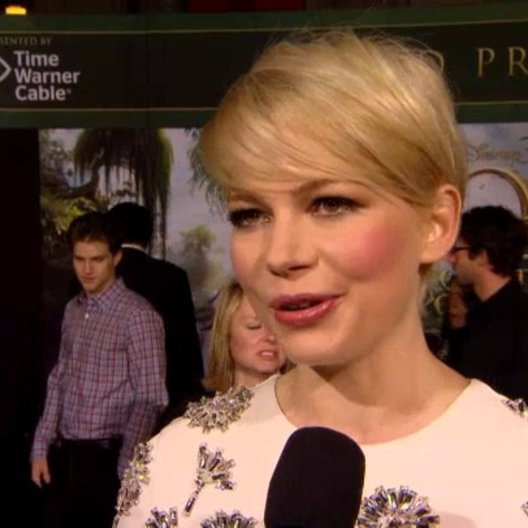 US Premiere - Michelle Williams (Annie und Glinda) über Sam Raimi - OV-Interview
