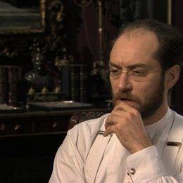 Jude Law über Karenin - OV-Interview