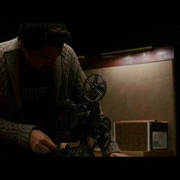Ellison sichtet den Film - Szene