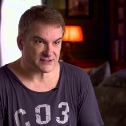 Shane Black - Regisseur - über die Wendungen im Film - OV-Interview