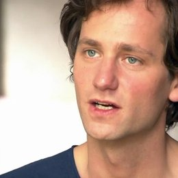 Florian Stetter - Max - über die Arbeit mit Hannah Herzsprung - Interview