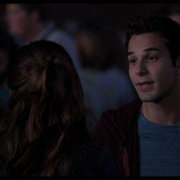 Jesse flirtet mit Beca auf der Party - Szene