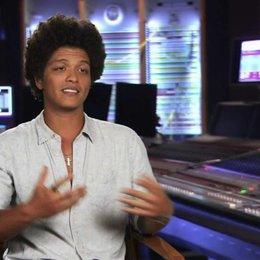 Bruno Mars - Roberto - darüber, was er an seiner Rolle mag - OV-Interview