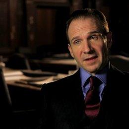 Ralph Fiennes über Daniel Craigs Interpretation von Bond - OV-Interview